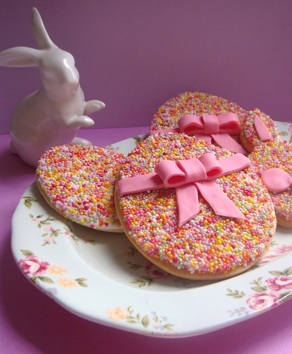 Shared at Ruffles and Rain Boots: sprinkles covered Easter cookies