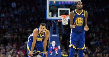 Curry goes for 35 as Warriors rally past Sixers thanks to '3rd-quarter magic'