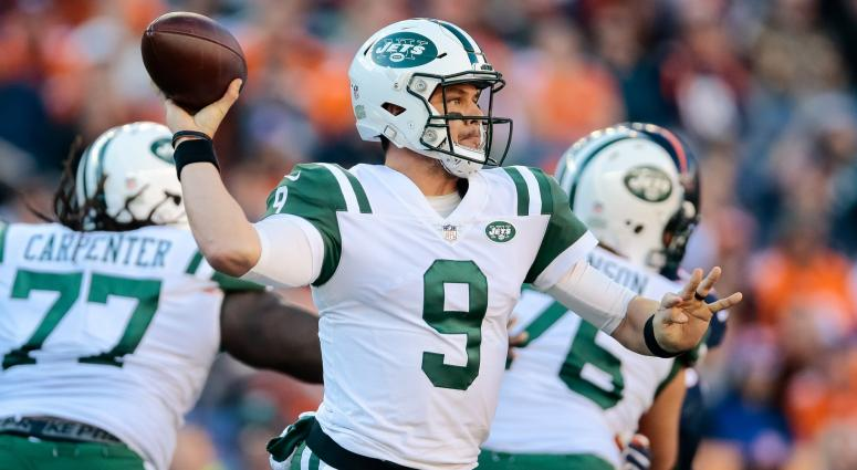 Dec 10, 2017; Denver, CO, USA; New York Jets quarterback Bryce Petty (9) looks to pass in the second quarter against the Denver Broncos at Sports Authority Field at Mile High