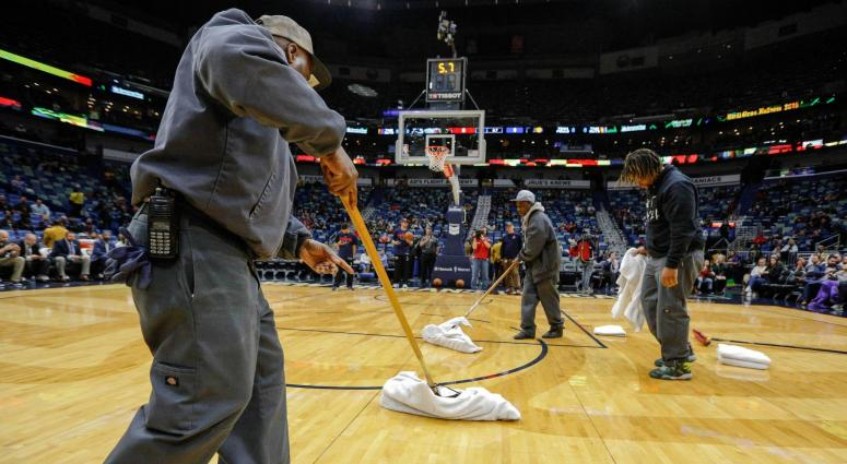 Pelicans game cancelled due to Smoothie King Center roof leak