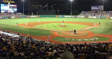 LSU plays long ball to bash Tennessee 9-3 in series opener