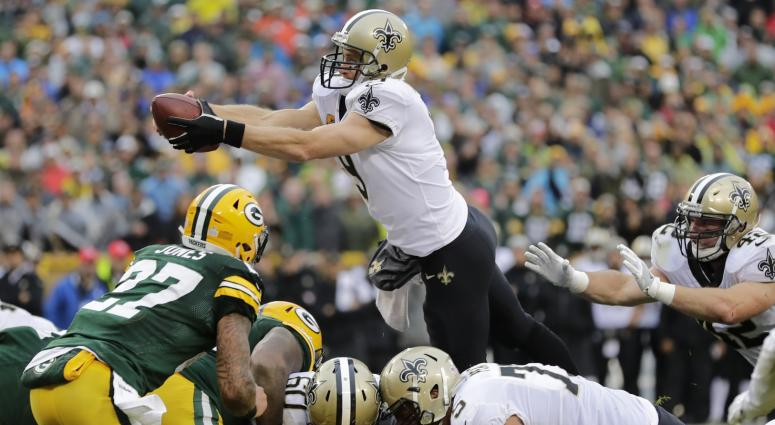 Oct 22, 2017; Green Bay, WI, USA; New Orleans Saints quarterback Drew Brees (9) dives for touchdown in the fourth quarter against the Green Bay Packers at Lambeau Field