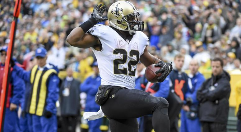 Oct 22, 2017; Green Bay, WI, USA; New Orleans Saints running back Mark Ingram (22) carries the ball for a touchdown in the second quarter during the game against the Green Bay Packers at Lambeau Field.
