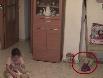 『鬼影實錄』這也太嚇人了吧~娃娃居然自己移動~