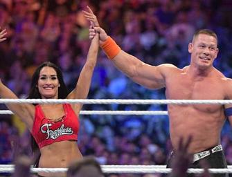 WWE壯漢當七萬人面下跪求婚女友!網友直呼:太甜蜜能說不嗎?