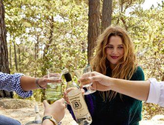 想知道德魯巴里摩爾喜歡喝什麼酒嗎?那你一定要嘗嘗她親自設計的這款葡萄酒!