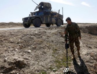阿富汗扫雷人员遇袭5死1遭劫持
