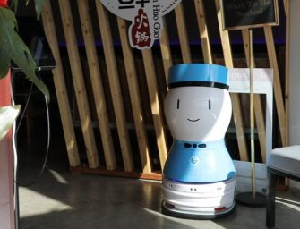 当火锅遇上高科技 被机器人服侍是什么感觉?