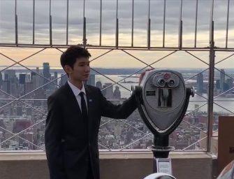 "TFBOYS王源纽约帝国大厦点灯纪念""世界儿童日"""