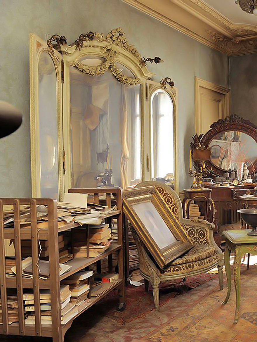 ThisApartment Worth Millions Was Discovered 68 Years After Being Abandoned. No One Has Been Inside Until Now.
