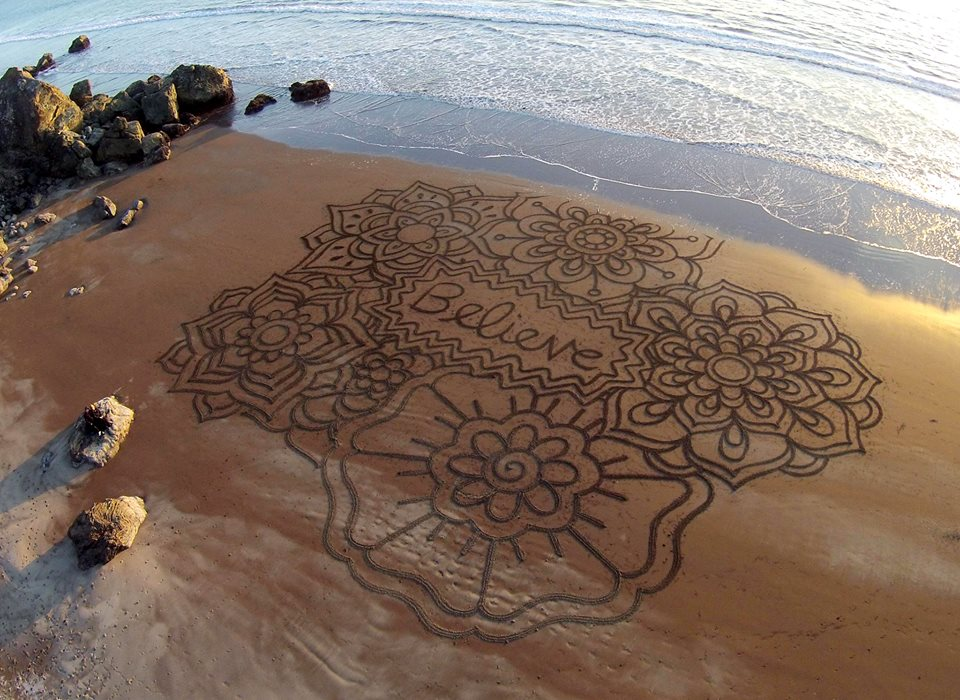 This Artist Uses Just A Rake And Rope To Create Murals In Beach Sand And It's Beautiful