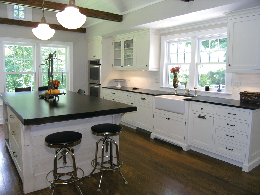 Function complements beauty in this modern farmhouse style for New farmhouse style
