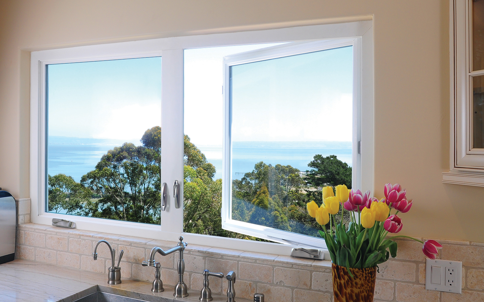 Energy efficient replacement windows for residential pro for Simonton windows