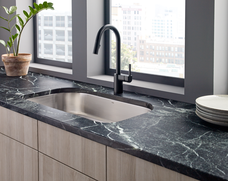 Superbe Align Kitchen Faucet In Matte Black