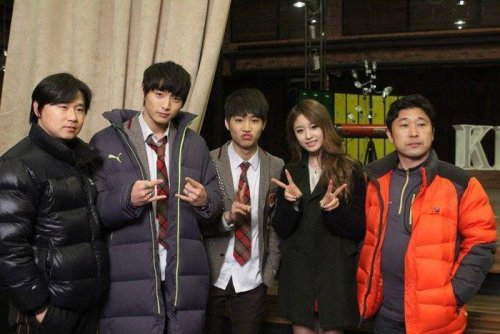 Jiyeon with Staffs of Dream High 2 (8)