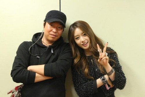 Jiyeon with Staffs of Dream High 2 (9)