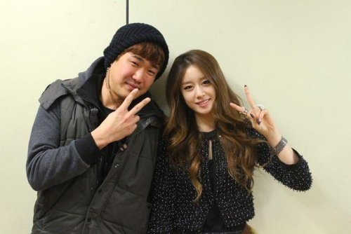 Jiyeon with Staffs of Dream High 2 (4)