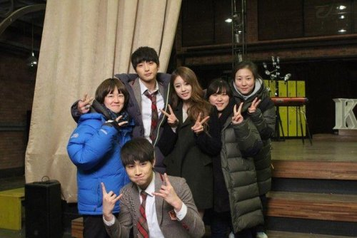 Jiyeon with Staffs of Dream High 2 (10)