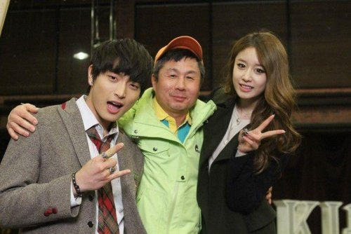 Jiyeon with Staffs of Dream High 2 (7)
