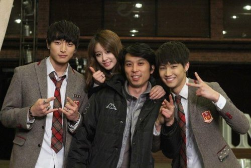 Jiyeon with Staffs of Dream High 2 (6)