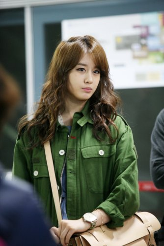Jiyeon at Miss Ripley (05/19) -- 003