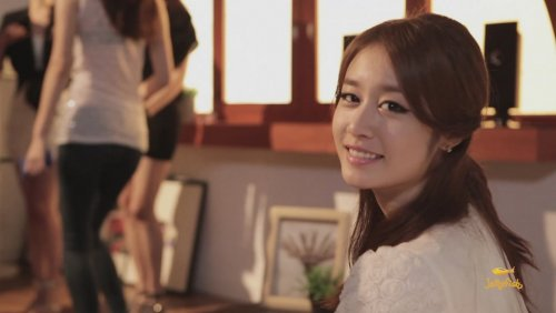 [TIARADIADEM.COM] Jiyeon In Shake It Up MV   Shake It Up   Seo In Guk (18)(08/10)