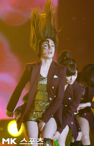[TIARADIADEM.COM] T-ara performed at  K-Pop World 2011 (12/07)