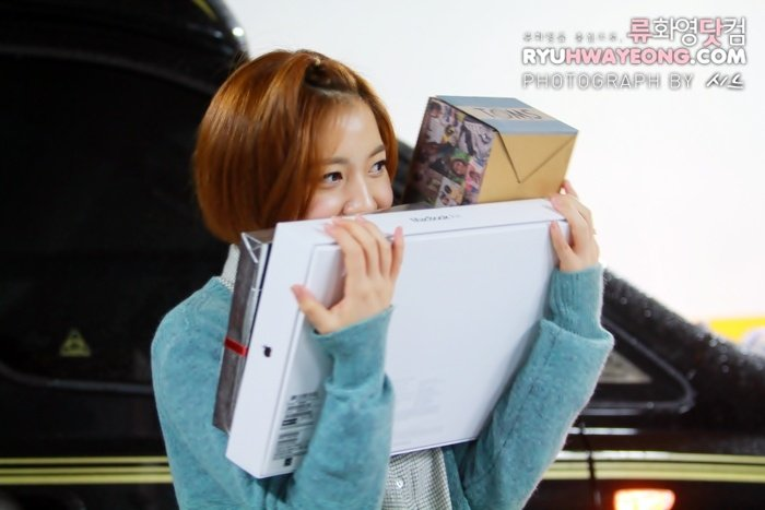 [TIARADIADEM.COM] Hwayoung with gifts given By fans (13)