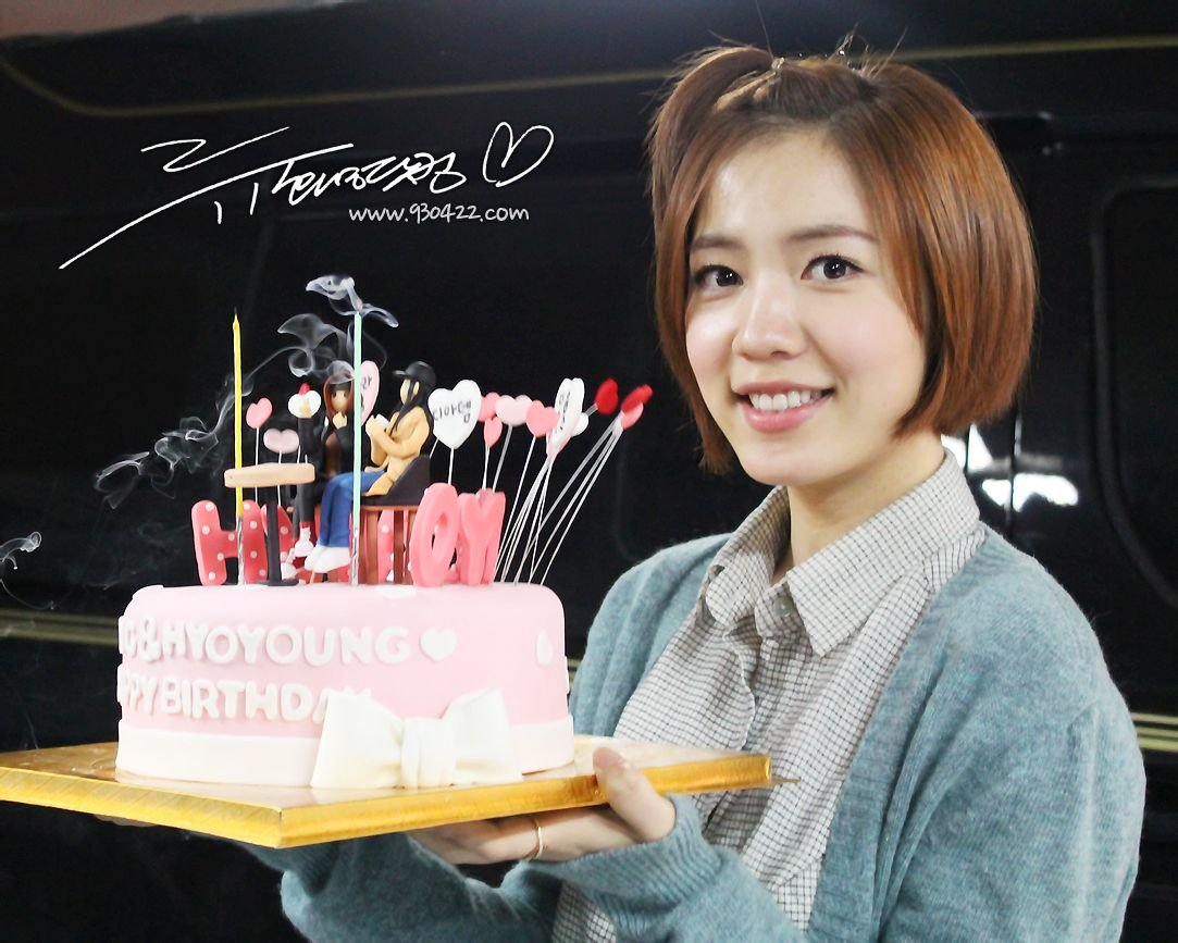 [TIARADIADEM.COM] Hwayoung with gifts given By fans (8)
