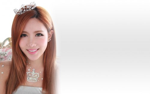 Qri - Jewelry Box Wallpaper (05/18)