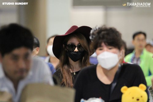Jiyeon at Incheon Airport (from Singapore) (06/2015)