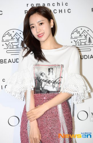 Seoul Fashion Week ROMANCHIC - Eunjung (03/21)