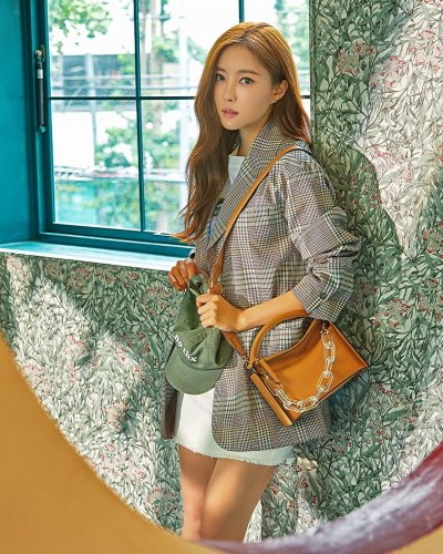 H Fashion Mall - Hyomin (08/2019)