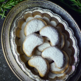 Almond Crescent Cookies (Free from: gluten, dairy, eggs, gums, and refined sugar)