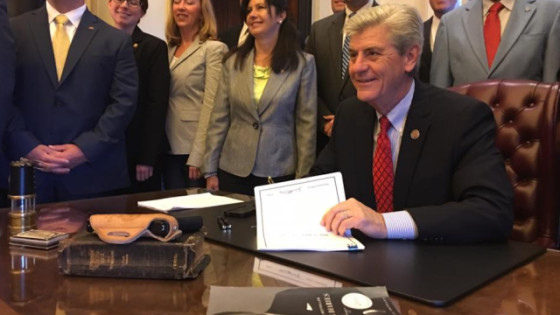 Phil Bryant Signs HB 786 Mississippi Constitutional Carry 2016