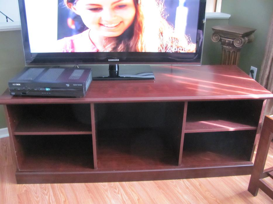 Cherry Colour Tv Entertainment Console Email Only To Inquire Nepean