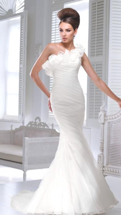 Hook up train wedding dress