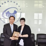 President Cauce receiving a gift from China CDC Director General Wang Yu