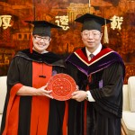 President Cauce receiving a sculpture of the Tsinghua University seal from President Qiu Yong