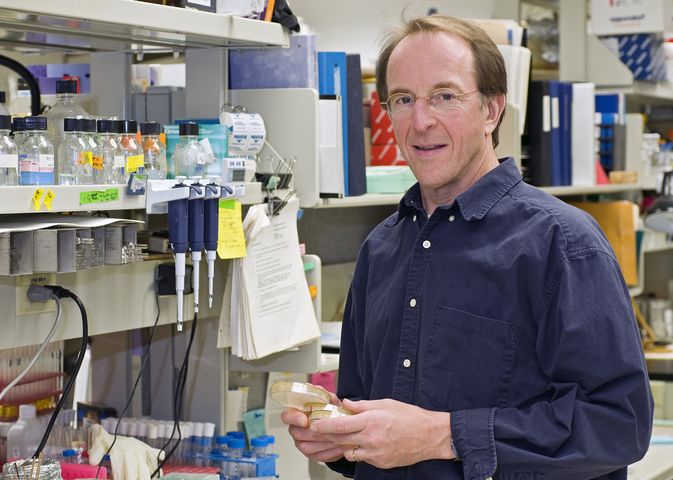 Daniel Gottschling in his lab, where he investigates the connection between aging and cancer.