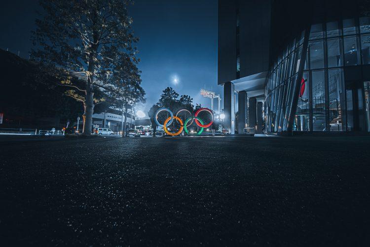 奥运五环在夜晚点亮