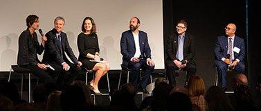 小组成员(左起)是凯特·斯塔伯德,克里斯·科沃德,艾玛·斯皮罗,瑞安·卡洛和迈克·考菲尔德,以及主持人安南德·迪。