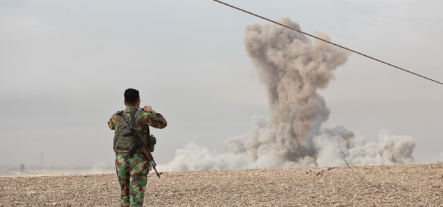 With Heavy Air Support, Kurdish Troops Go on the Offensive