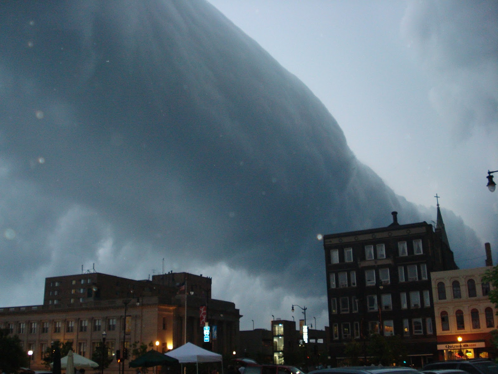 A roll cloud over downtown Racine, WI. Taken 1 June 2007. Retrieved from Wikimedia Commons