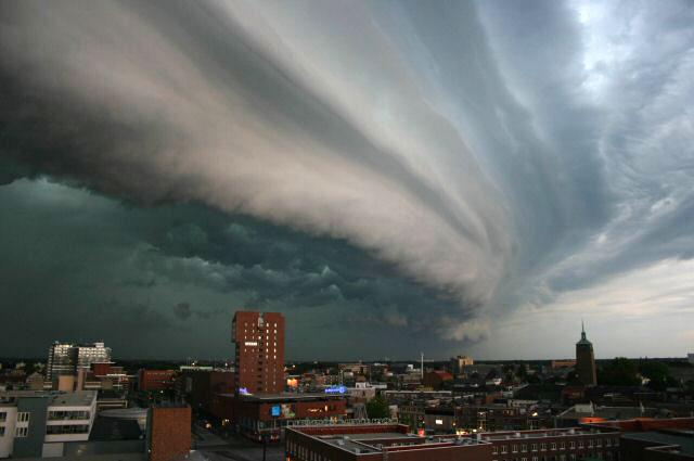 Shelf cloud over Enschede, The Netherlands. Created 17 July 2004. Retrieved from Wikimedia Commons. Author: John Kerstholt