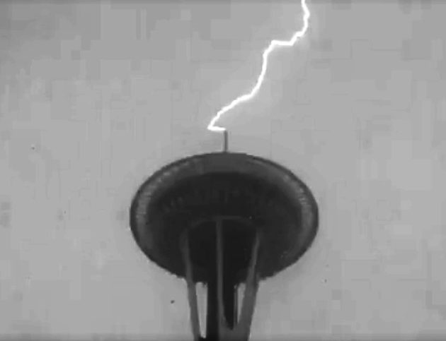 Lightning strikes the Space Needle!