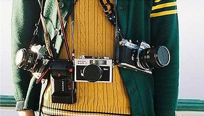 Fotógrafo con tres cámaras