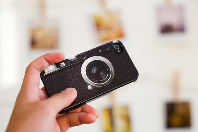 iPhone 4 con cubierta tipo cámara leica