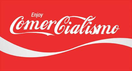 Logo de Coca Cola dice Comercialismo en lugar de Coca Cola