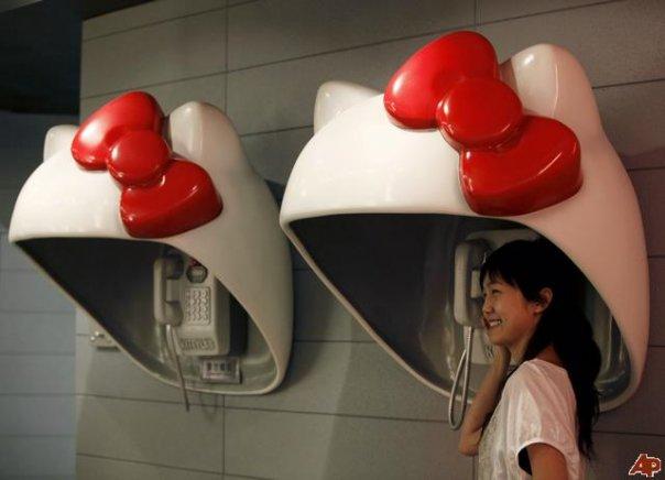 Cabinas telefónicas estilo Hello Kitty